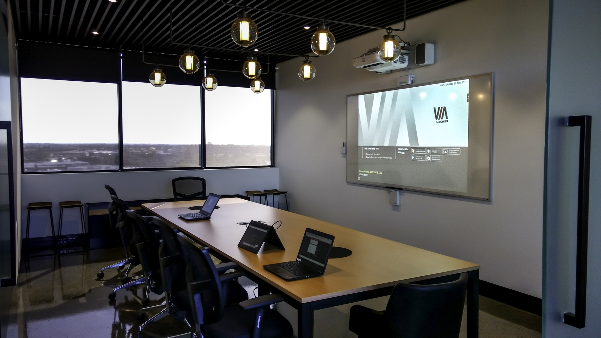 Interactive Boardroom with Wireless Projection